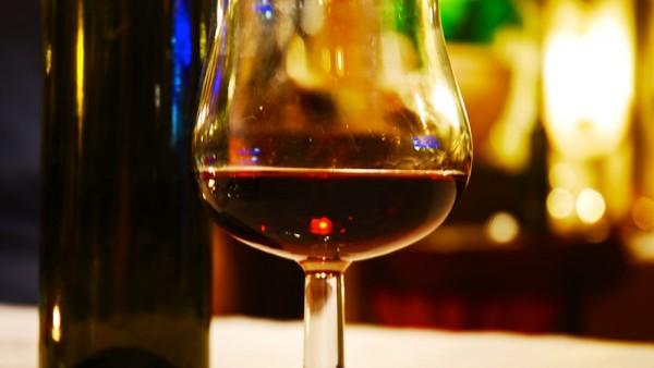 glass-of-wine-1319771